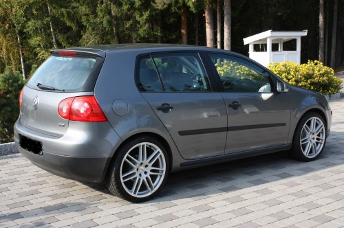 Yatoutannonces.com :  Vehicules -> Voitures -> Berline : VOLKSWAGEN GOLF 5 V 1.9 TDI 105 CONFORT 5P